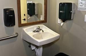 Croutons restroom 300
